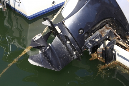 outboard: motor outboard