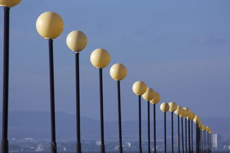 lampposts: hilera de farolas en perspectiva