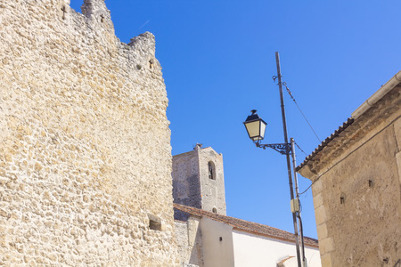 védekező: ancient defensive wall in the village of Cuellar, Spain Stock fotó
