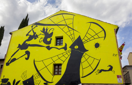 don quijote: construcci�n de la fachada decorada con dibujos de Don Quijote