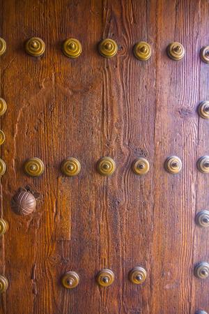 furniture hardware: hardware fondo de bronce en puerta de madera vieja Foto de archivo