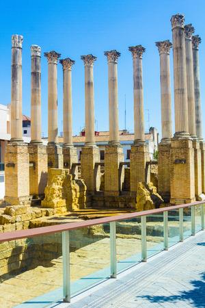 columnas romanas: Columnas romanas del siglo II antes de Cristo en C�rdoba, Espa�a Foto de archivo