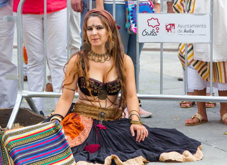 exotic dancer: AVILA, Spain September 5, 2015: dancer exotic Arabic during the medieval market in Avila, Spain Editorial