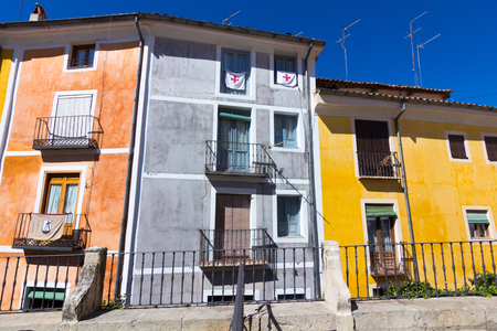 case colorate: Typical colorful houses in the city of Cuenca, Spain