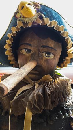 marioneta de madera: Vieja marioneta de madera Pinocho