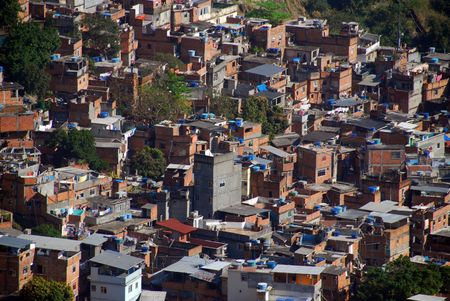 krottenwijk: Sloppenwijk Rocinha, Rio de Janeiro, Brazilië