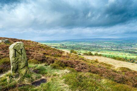 An ancient boundary marker. Ilkley moor. Yorkshire Stockfoto
