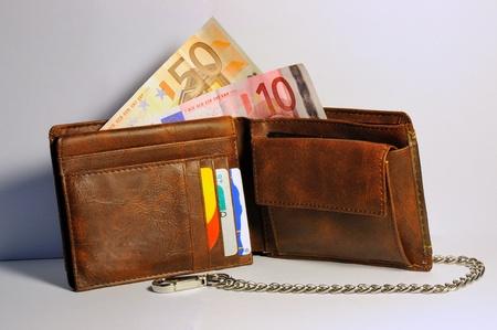 een Money portemonnee met wat geld in het