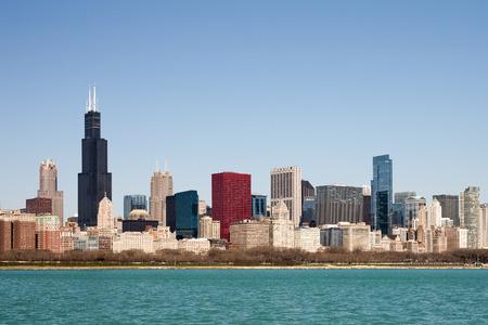 시카고 스카이 라인 도시의 고층 빌딩과 다양한 건축 양식을 보여주는 화창한 봄 아침에 촬영. 맑고 푸른 하늘에서 복사본에 대 한 방 필요합니다.