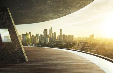 경치: 열린 공간의 발코니, 일몰 동안 쿠알라 룸푸르 도심에서보기. 스톡 콘텐츠