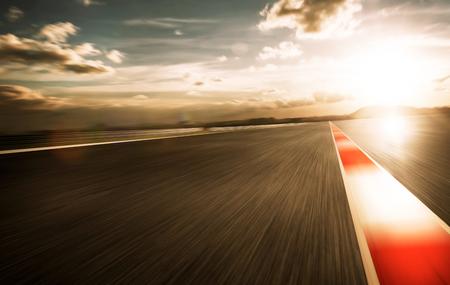 Motie wazig racetrack, 's avonds mood