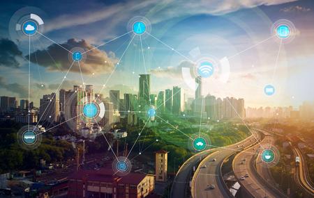 ciudad inteligente y la red de comunicación inalámbrica, la imagen visual abstracta, Internet de las cosas Foto de archivo