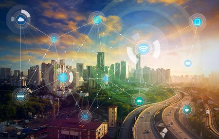 Ciudad inteligente y la red de comunicación inalámbrica, la imagen visual abstracta, Internet de las cosas Foto de archivo - 59063934