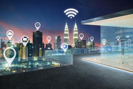도시 풍경 및 네트워크 연결 개념 위의 평면지도 핀 스톡 콘텐츠