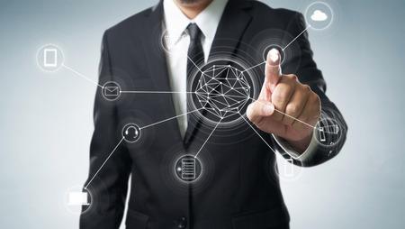 Les achats en ligne et la connexion réseau icône de client sur l'écran, m-banking et le canal omni Banque d'images