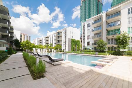 Moderne residentiële gebouwen met outdoor faciliteiten, Gevel van nieuwe energiezuinige huizen