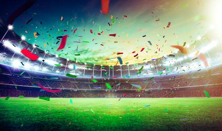 夜のグランド スタジアム選手権に勝つ紙吹雪。 写真素材