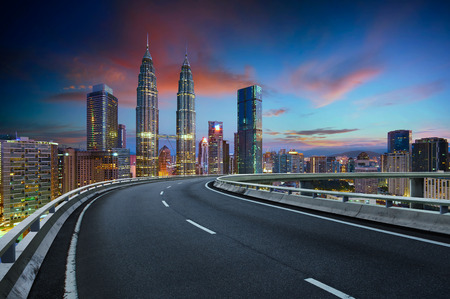 Flyover with beautiful Kuala Lumpur city skyline , Twilight scene . Banque d'images