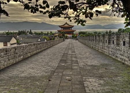 Genomen in de oude stad van Dali in Yunnan China op de top van de oude stadsmuur Stockfoto