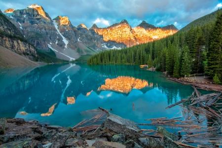 Genomen tijdens de ochtend zonsopgang bij Moraine lake in Banff National Park