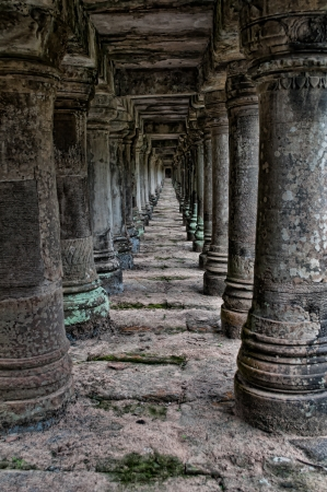 Many historic pillars going into the distance at Angkor wat 写真素材
