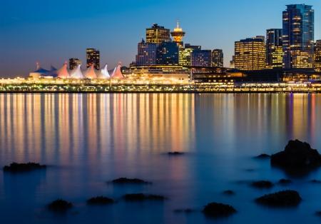 Canada Place en de Horizon van Vancouver bij Nacht Stockfoto