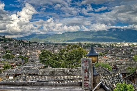 Toppen van daken in Lijian City, provincie Yunnan, China