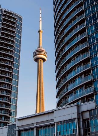 building cn tower: Building Frames Torontos CN Tower