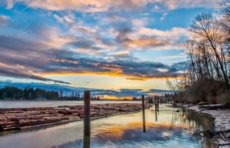 fraser river: Fraser river with logs for lumber floating
