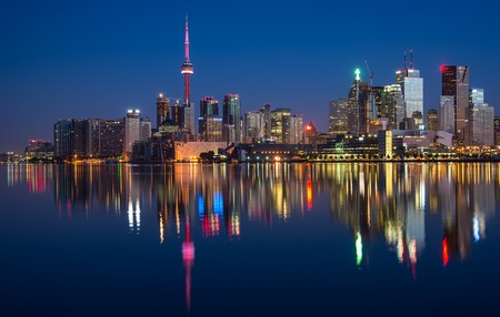 Reflection of Toronto City Skyline in Lake 版權商用圖片