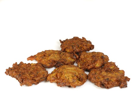 Sechs Zwiebeln bhajis auf weißem Hintergrund Standard-Bild - 11916956