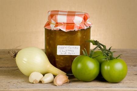 Glas hausgemachte grüne Tomaten-Chutney Standard-Bild - 12014286