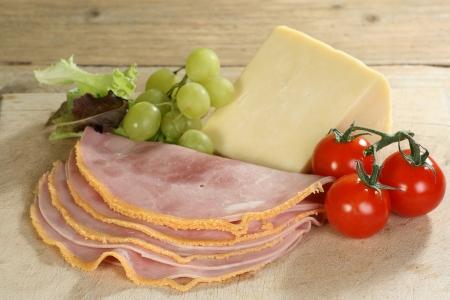 wensleydale: rebanadas de jam�n empanado yorkshire con queso Wensleydale Foto de archivo