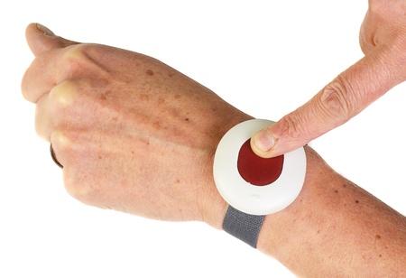 aide � la personne: sup�rieurs bouton d'alarme citoyens isol� sur blanc
