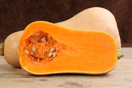 close up of halved butternut squash Standard-Bild