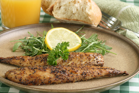 peppered: grilled peppered  mackerel fillets wit lemon and baby rocket leaves