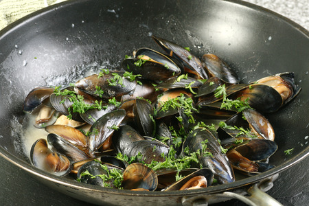 wine sauce: mussels cooked in a pan with white wine sauce Stock Photo