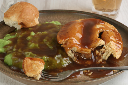 uk cuisine: steak and ale pie with mushy peas and gravy Stock Photo