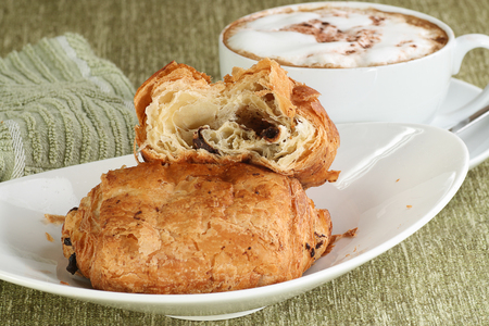 Delicious fresh baked pain au chocolate with coffee Standard-Bild - 101590169