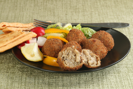 delicious mushroom and mozarella arancini with salad Standard-Bild - 102188005
