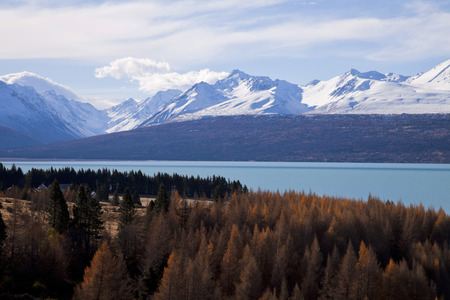 Lake Pukaki with Mt Cook National Park in the background, MacKenzie District, Canterbury, South Island, New Zealand.