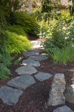 A flagstone pathway through landscape design. 免版税图像
