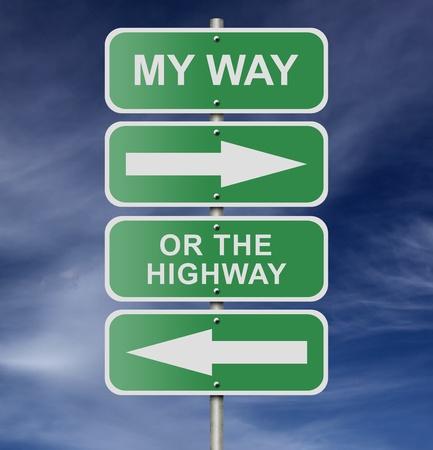 """Illustration der Straße Straßenschild Nachrichten """"My Way Or The Highway"""", möglicherweise für eine geschäftliche oder persönliche Strategie. Standard-Bild"""
