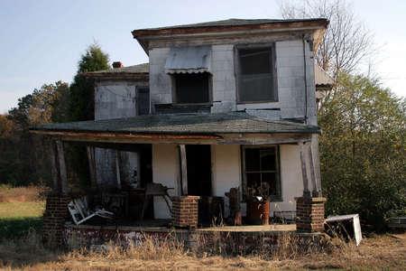 ungeliebt: Ein verlassenes altes Haus.