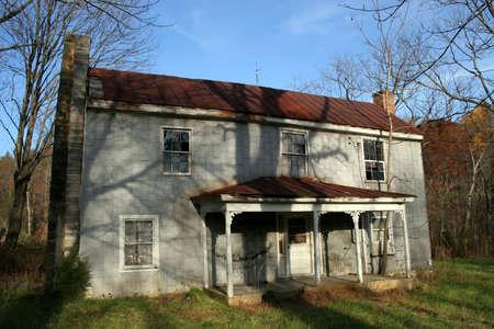 ungeliebt: Ein verlassenes Bauernhaus.