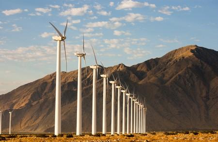カリフォルニアの砂漠での風力発電機