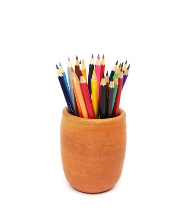 ollas de barro: L�pices de colores en macetas de barro