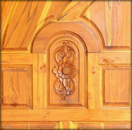 tooled leather: Modello intagliato su legno, elemento di arredamento