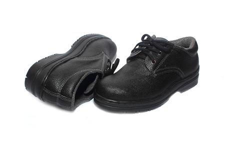 calzado de seguridad: Zapatos de seguridad aisladas sobre fondo blanco