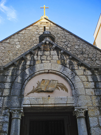The reformatory church is a small ordinary-looking church in the center of Antibes